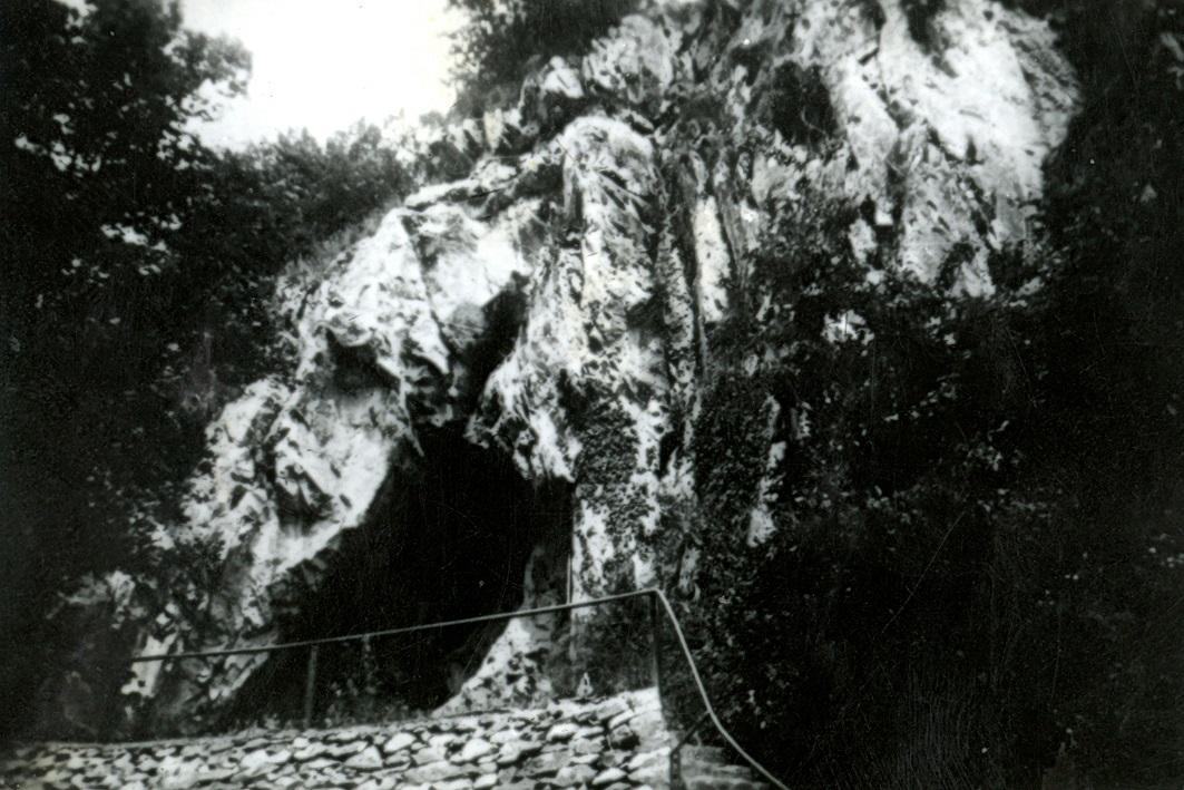 Höhle Wildscheuer