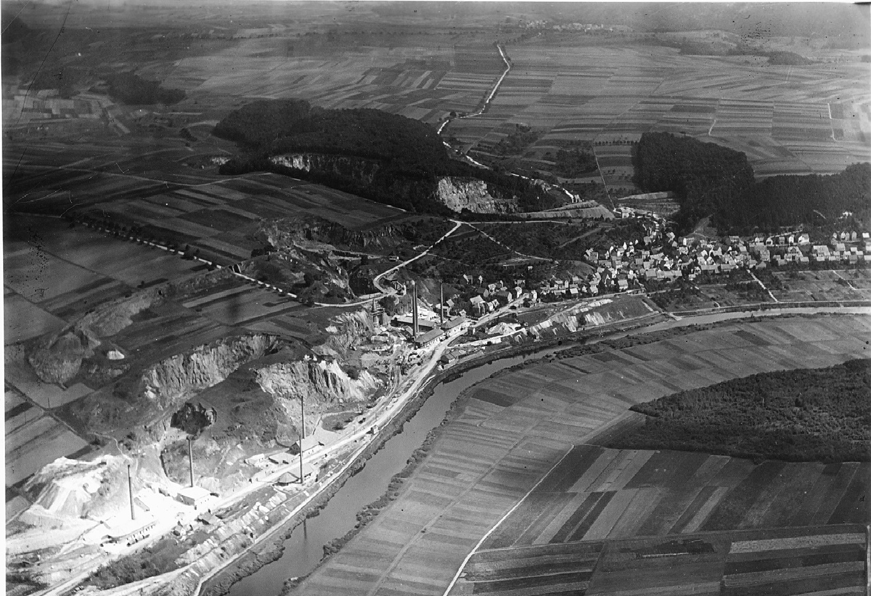 Luftbild von Steeden und den Brennöfen
