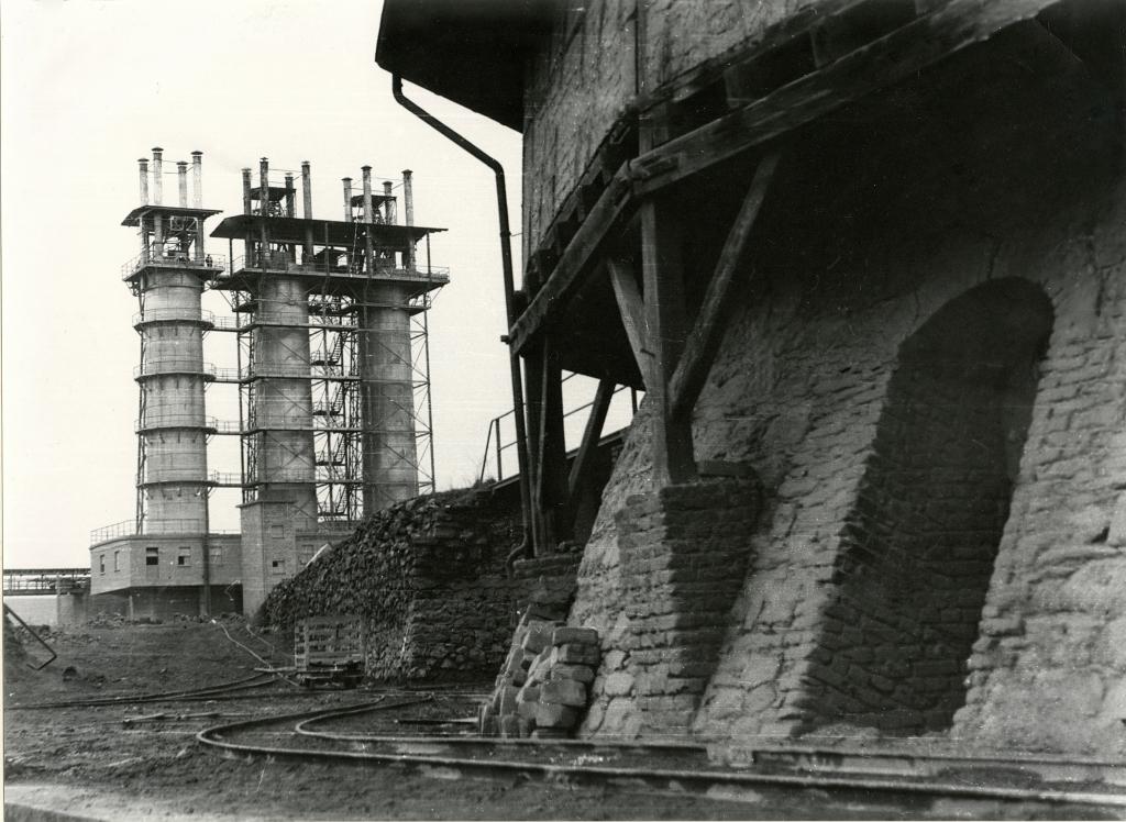 Die Schachtöfen während der Erweiterung ab 1951