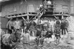 Arbeiter bei den Brennöfen
