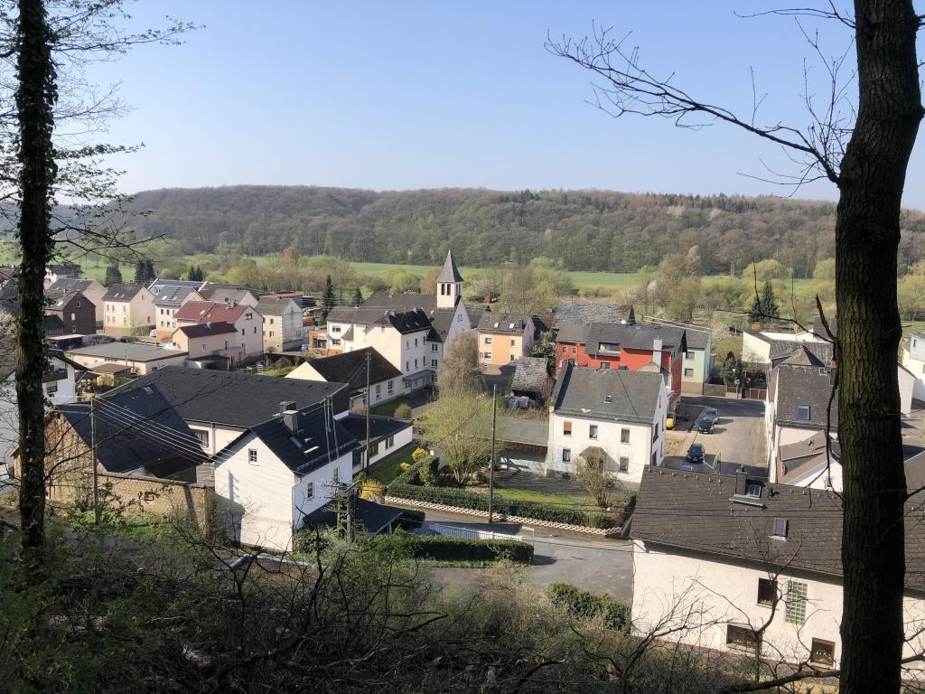 Blick auf die Dorfmitte Steeden von der sog. Paulchenallee