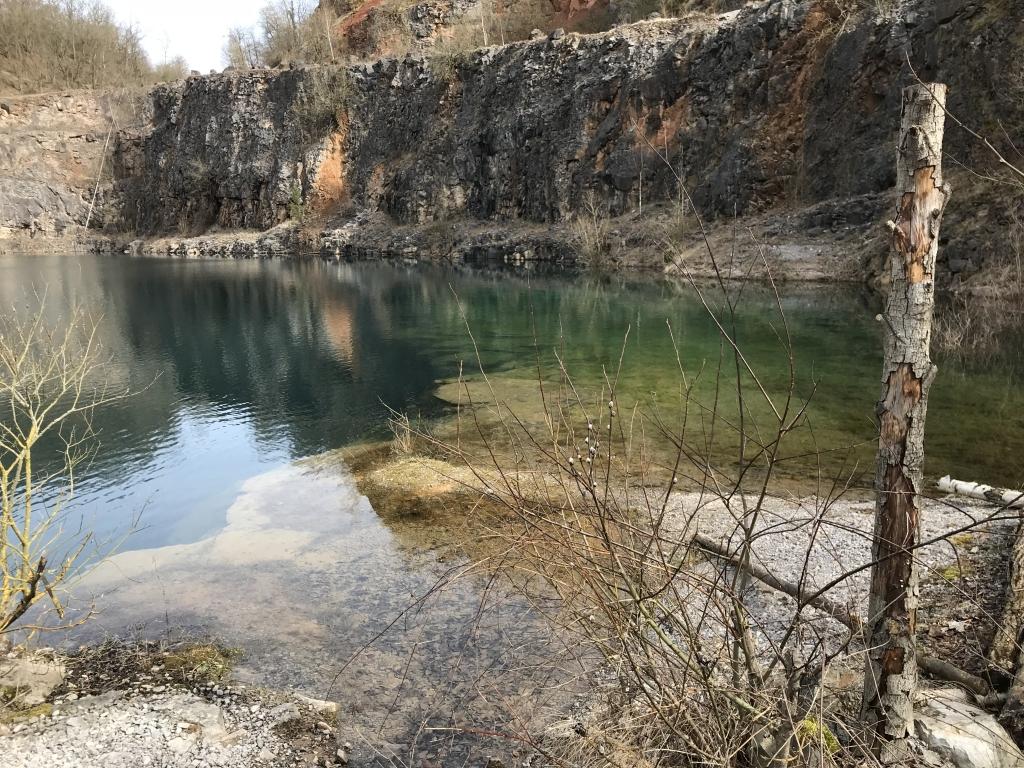 Grundwassersee im früheren Löhrbruch