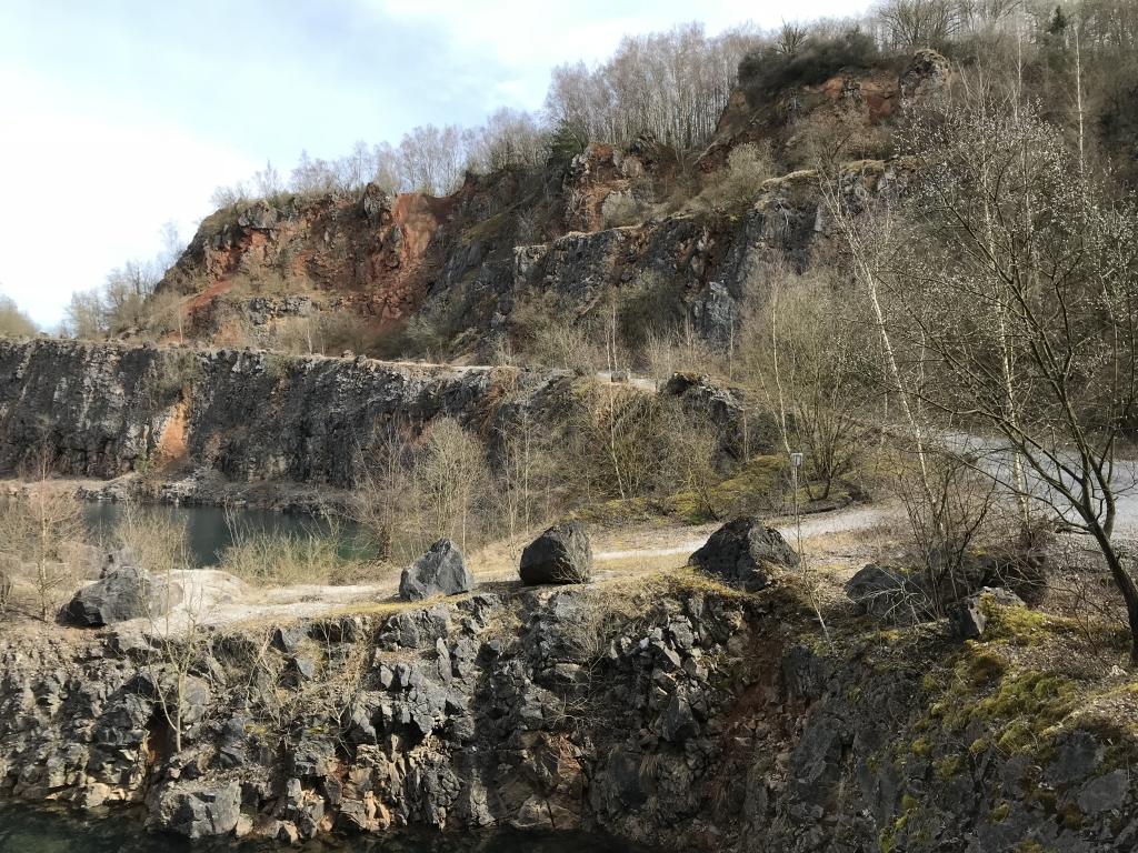 Zufahrt zum Grundwassersee im früheren Löhrbruch