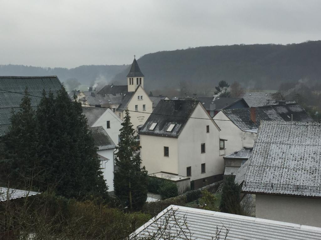 Blick auf das Unterdorf + Kirche SELK
